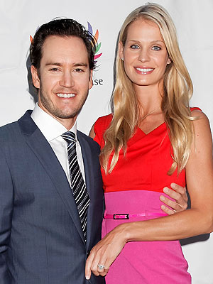 Mark-Paul Gosselaar, Catriona McGinn Get Married