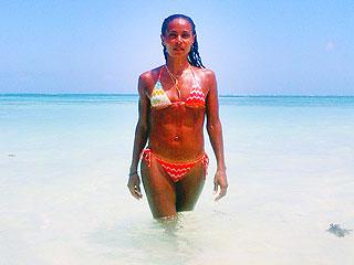 PHOTO: Jada Pinkett Smith Shows Off Her Bikini Bod | Jada Pinkett Smith