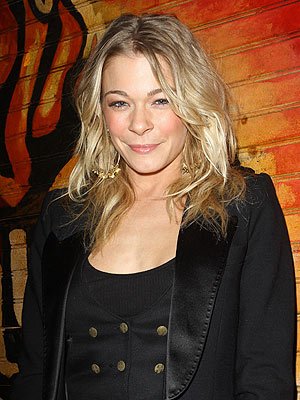 LeAnn Rimes Tweets About Dental Surgery