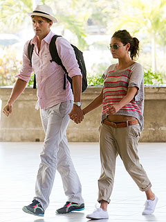 Mila & Ashton Get a Grip in Bali Airport | Ashton Kutcher, Mila Kunis