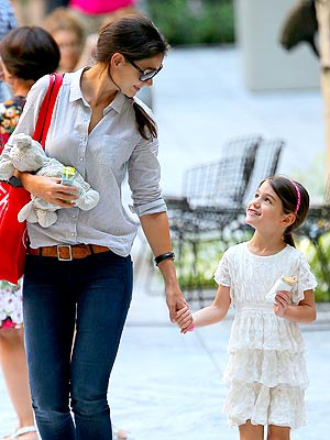 Katie Holmes Drops Suri Cruise Off for First Day of School