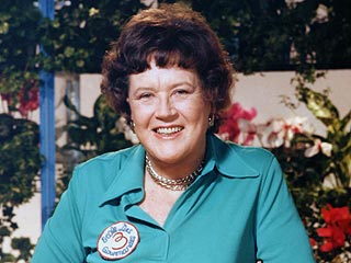 VIDEO: See the Late Julia Child – Who Would Have Been 100 Today – Sing & Cook | Julia Child