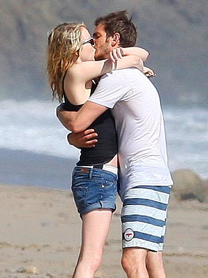 Andrew Garfield Dating Emma Stone; Couple Kisses on Beach: Pictures