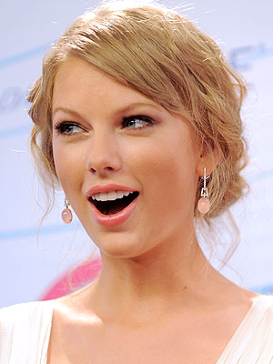 Taylor Swift Tops List of 2012's Most Charitable Stars