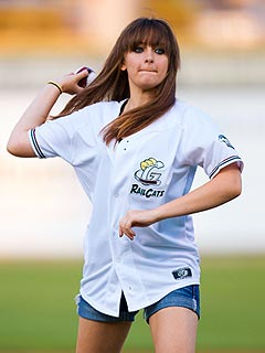 Paris Jackson Throws Out First Pitch | Paris Jackson