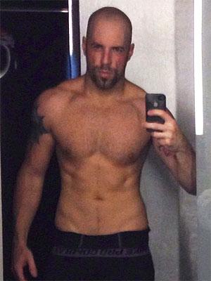 Chris Daughtry Shares a Shirtless Photo, Tweets About Health Regimen