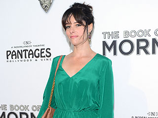 VIDEO: Parker Posey Spoof – How to Give an Emmy Speech | Parker Posey