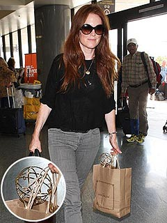 PHOTO: Julianne Moore Bags an Emmy – Literally! | Julianne Moore