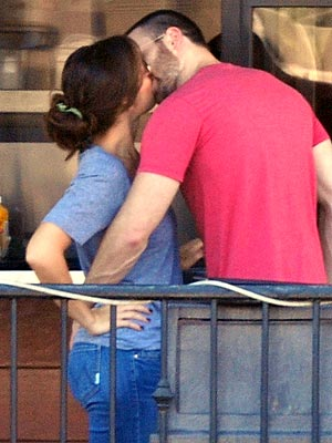 Chris Evans & Minka Kelly Share a Smooch