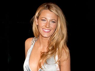 PHOTO: Blake Lively Shows Off Her Ring | Blake Lively