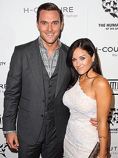 Mentalist Star Owain Yeoman Is Engaged