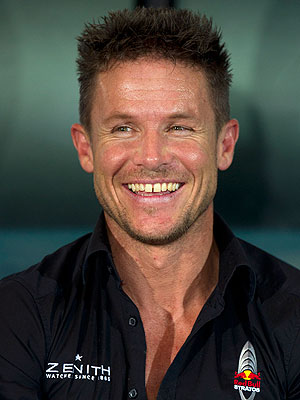 Felix Baumgartner Red Bull Stratos Fall, Breaks Record