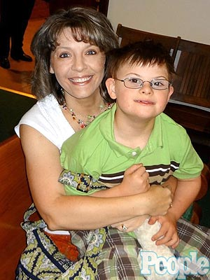 Andrea Roberts Helps Orphans With Down Syndrome Find Homes| Heroes Among Us, Good Deeds, Real People Stories, Real Heroes