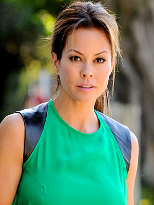 Brooke Burke-Charvet Recovers from Thyroid Cancer Surgery
