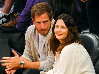PHOTO: Drew Barrymore Puts on Her Game Face in L.A. | Drew Barrymore