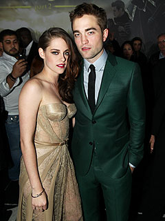 Together Again! Rob & Kristen Pose at Premiere of Breaking Dawn – Part 2