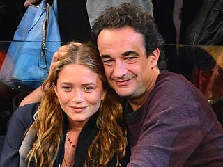 PHOTO: Mary-Kate & Olivier Sarkozy Cuddle at Basketball Game