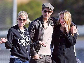 PHOTO: Jennie and Peter Together – for Daughter's Soccer Game | Jennie Garth, Peter Facinelli