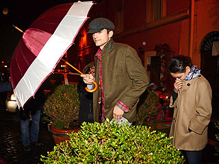 Ashton & Mila Share a Romantic (and Rainy) Night in Rome | Ashton Kutcher, Mila Kunis