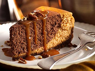 Recipe: Celebrate Turkey Day &#8211; with Chocolate Pumpkin Cheesecake