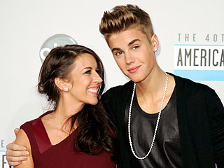 Justin Bieber Brings a Special Date to the AMAs: His Mom   Justin Bieber