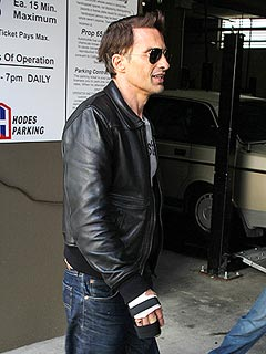 PHOTO: Olivier Martinez Gets Brace for Injured Hand | Olivier Martinez