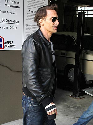 Halle Berry Fiance Olivier Martinez Bandaged Hand Photo