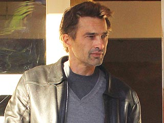 PHOTO: Olivier Martinez Shows Off Swollen Hand Post-Holiday Brawl | Olivier Martinez