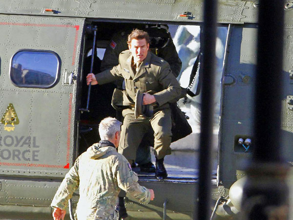 Tom Cruise Films Helicopter Scene in Empty Trafalgar Square| Trafalgar Square, Movies, Movie News, Tom Cruise