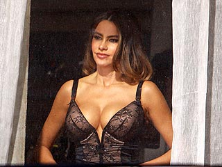 Wow! Sofia Vergara Flaunts Her Cleavage in Black Lingerie (Photo) | Sofia Vergara