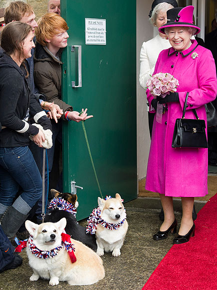 DOG SAVE THE QUEEN photo | Queen Elizabeth II