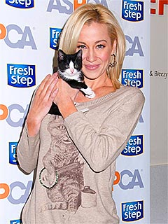 Kellie Pickler Gives Up Cat for Her Allergic Husband | Kellie Pickler