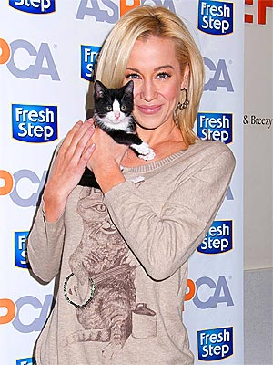 Kellie Pickler Gives Up Cat Pickles for Her Allergic Husband | Kellie Pickler