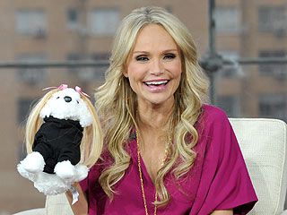 Anderson Cooper Gives Kristin Chenoweth a Hairy Surprise | Anderson Cooper, Kristin Chenoweth
