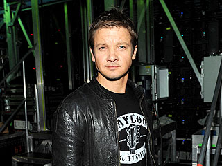Jeremy Renner's Puppy Dies at Baseball Game | Jeremy Renner