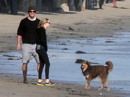 Amanda Seyfried & Josh Hartnett Take Their Dogs – and New Romance – to the Beach| Stars and Pets, Couples, Dogs, Amanda Seyfried, Josh Hartnett