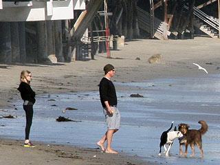 Amanda Seyfried & Josh Hartnett Take New Romance to the Beach | Amanda Seyfried, Josh Hartnett