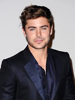 Zac Efron: Having His Mom See His Love Scenes Is 'Awkward' | Zac Efron