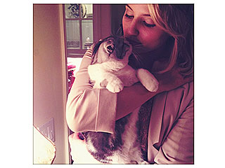 Dianna Agron Kisses Taylor Swift's Cat | Dianna Agron