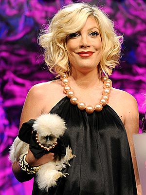 Tori Spelling: Chicken Fashion Designer!