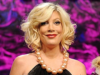 Why Is There a Chicken in Tori Spelling's Bed? | Tori Spelling