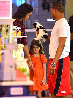 Katie Holmes, Suri Cruise at Pet Store