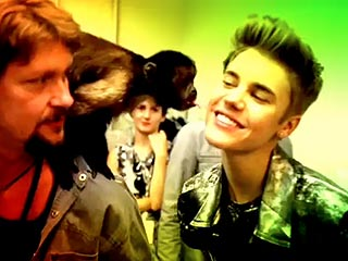 Justin Bieber Gets Smooched by Crystal the Capuchin Monkey