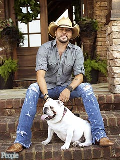 PHOTO: Jason Aldean Gets a (Furry) Fan&#39;s Tongue Wagging | Jason Aldean