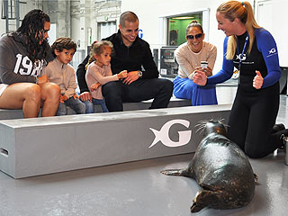 J. Lo & Casper Take Twins to the Aquarium | Casper Smart, Jennifer Lopez
