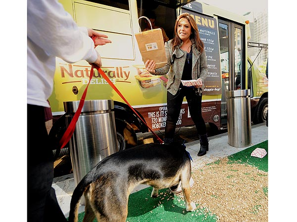 Rachael Ray's Food Truck for Dogs Gets Rolling in N.Y.C.| Stars and Pets, Dogs, Rachael Ray