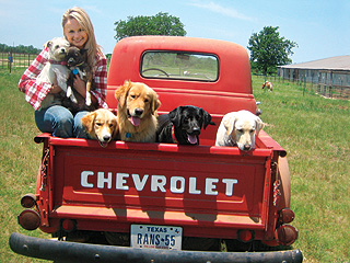 Another Reason to Love Miranda Lambert: She Saved 40 Dogs! | Miranda Lambert