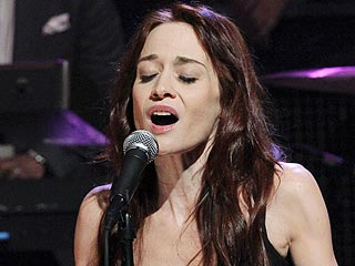 Fiona Apple Cancels Tour to Care for Her Dying Dog