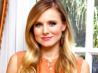 Kristen Bell to Host CMT Awards – Again!