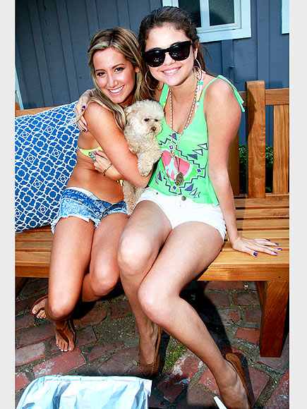 ASHLEY TISDALE & SELENA GOMEZ photo | Ashley Tisdale, Selena Gomez